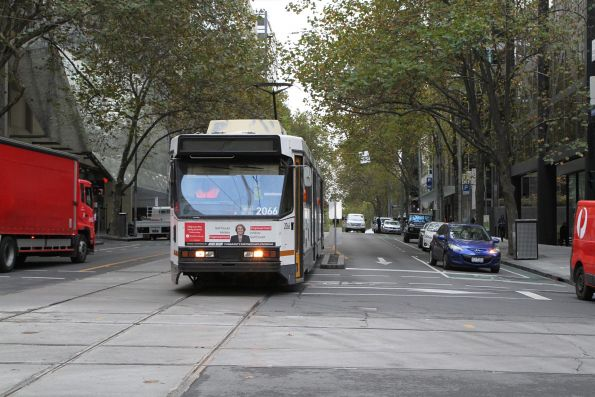 B2.2066 heads west on route 86 at Bourke and William Street