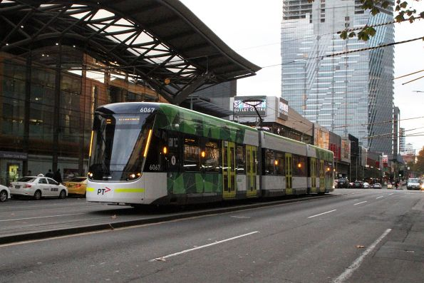 E2.6067 heads south on route 96 at Spencer and Bourke Street