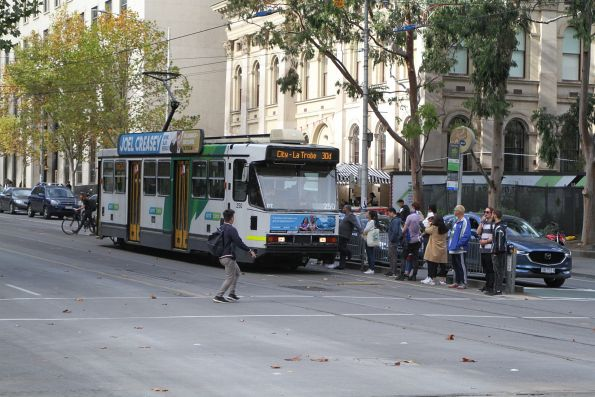A2.250 heads west on route 30a at La Trobe and Swanston Street