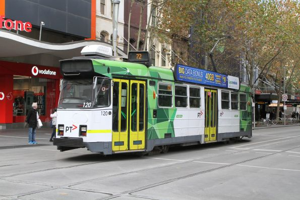 Z3.120 heads south on route 72 at Swanston and Bourke Street
