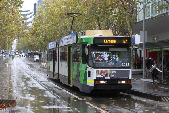 B2.2086 heads south on route 67 at Swanston and Bourke Street