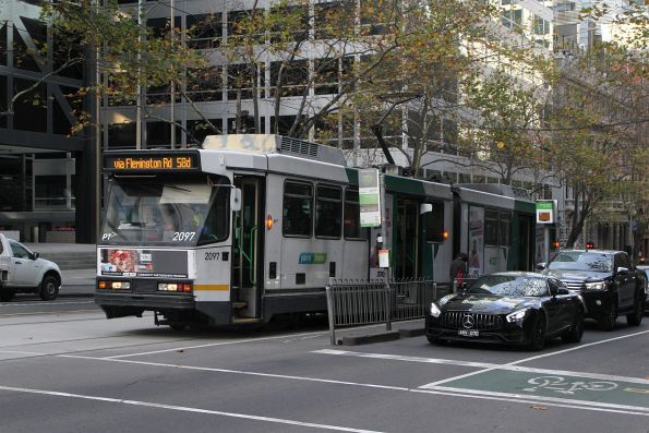B2.2097 heads north on route 58d at William and Bourke Street