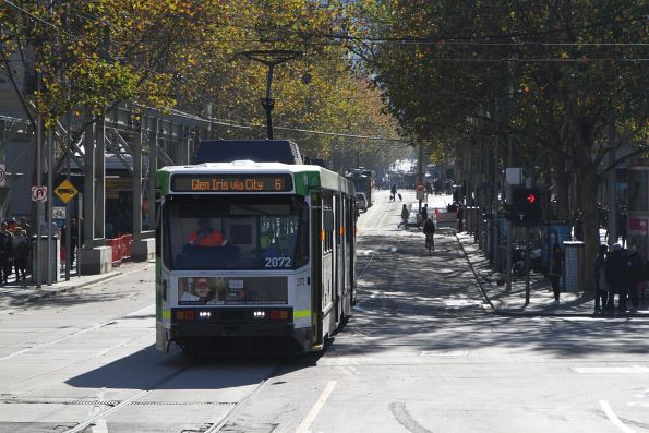 B2.2072 heads south on route 6 at Swanston and Flinders Street