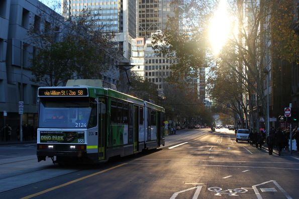 B2.2124 heads north on route 58 at William and Little Lonsdale Street