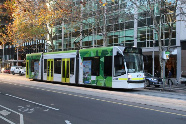 D1.3535 heads north on route 58 at William and Lonsdale Street