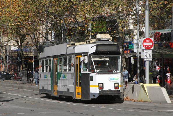Z3.224 heads north on route 72 at Swanston and Collins Street