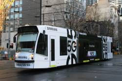 D1.3527 advertising 'Samsung S10 5G' heads south on route 5 at Swanston and La Trobe Street