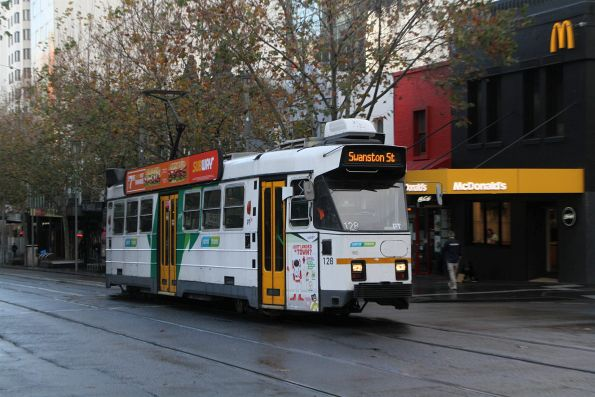 Z3.128 heads north on route 16 at Swanston and Lonsdale Street