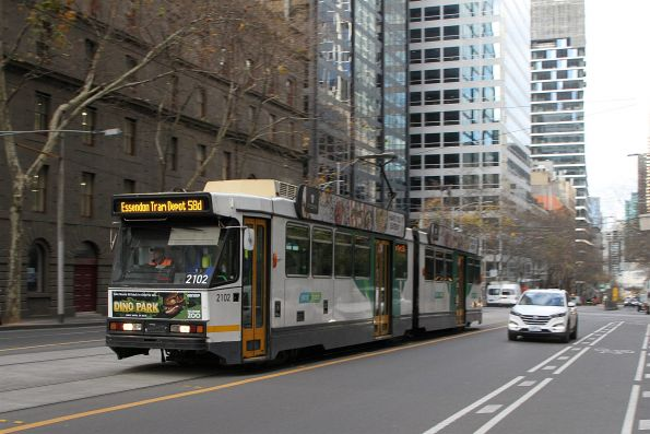 B2.2102 heads north on route 58d at William and Little Bourke Street
