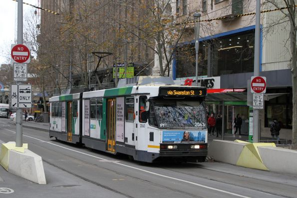 B2.2063 heads north on route 3 at Swanston and Collins Street