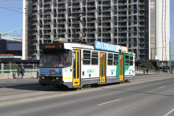 A1.250 heads east on a route 30 along the La Trobe Street bridge