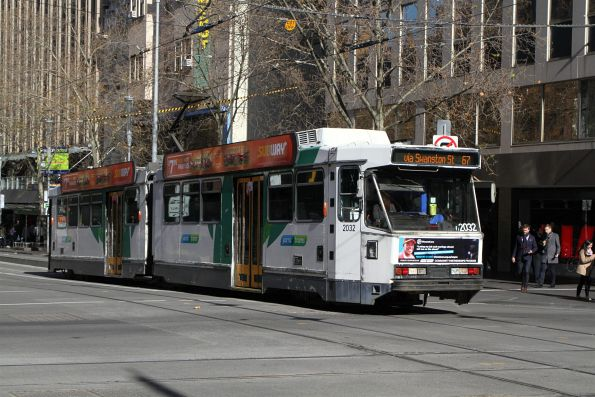B2.2032 heads north on route 67 at Swanston and Collins Street