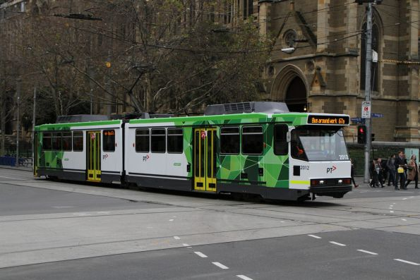 B2.2012 heads south on route 67 at Swanston and Flinders Street