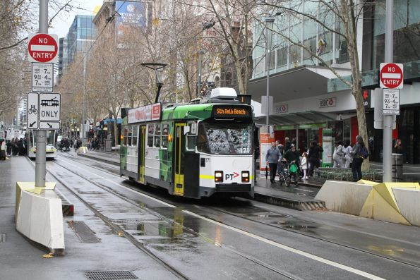 Z3.171 heads south on route 1 at Swanston and Bourke Street