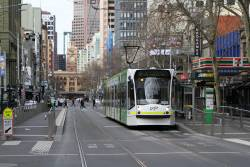 D2.5001 heads north on route 19 at Elizabeth and Little Bourke Street