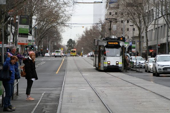 Z3.150 heads south on route 58 at Lonsdale and William Street