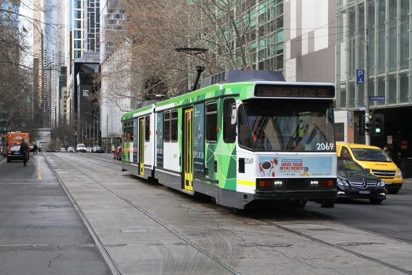 B2.2069 heads north on route 58 at William and Lonsdale Street