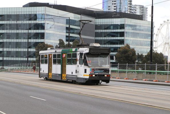 A1.235 heads east on route 30 over the La Trobe Street bridge