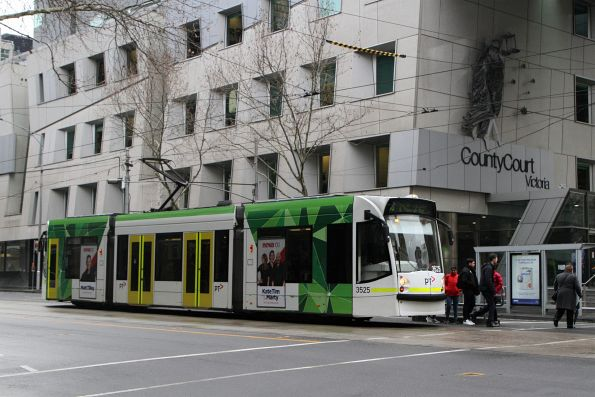 D1.3525 heads south on route 58 at William and Lonsdale Street
