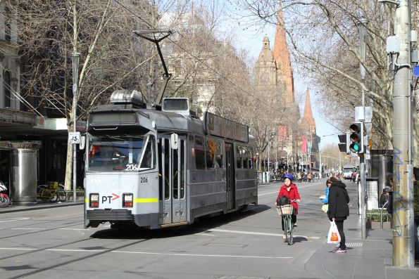 Z3.206 heads north at Swanston and Bourke Street