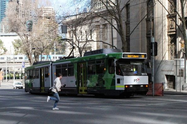 B2.2013 heads north on route 58 at Market Street and Flinders Lane