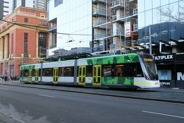 E2.6073 heads south on route 96 at Spencer and Bourke Street