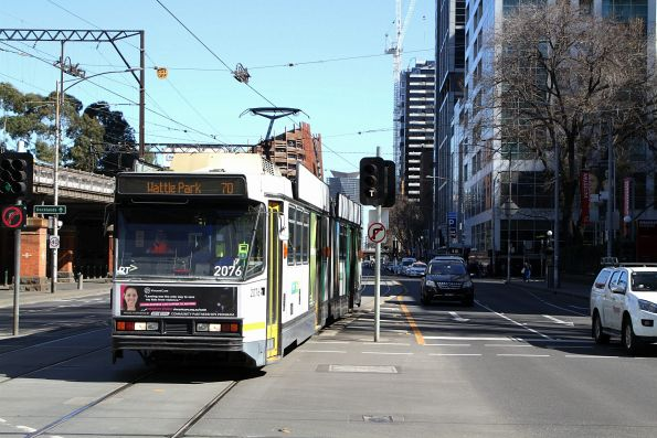 B2.2076 heads east on route 70 at Flinders and Market Street