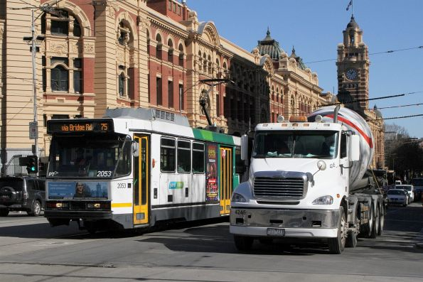 B2.2053 heads east on route 75 at Flinders and Swanston Street