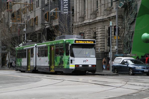 B2.2006 heads south on route 1a at Swanston and La Trobe Street