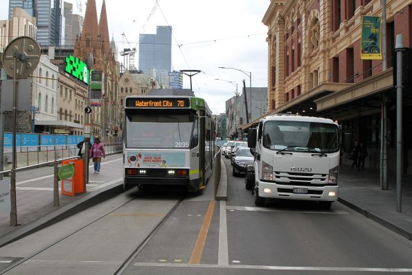 B2.2035 heads west on route 70 at Flinders and Elizabeth Street