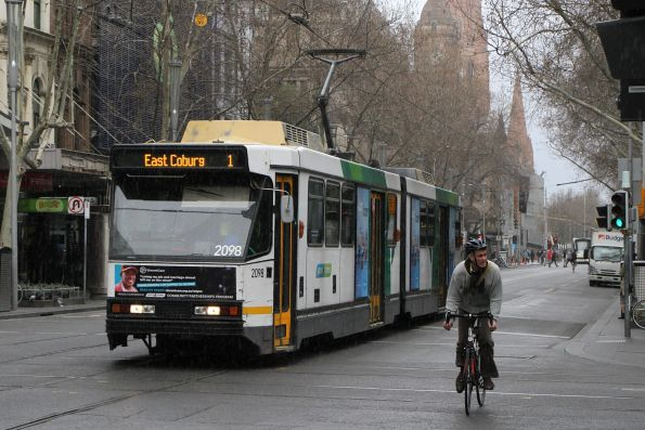 B2.2098 heads north on route 1 at Swanston and Bourke Street