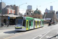 D1.3515 heads south on route 6 at Federation Square