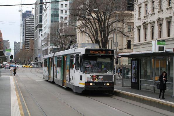 B2.2036 heads east on route 75 at Flinders and Market Street