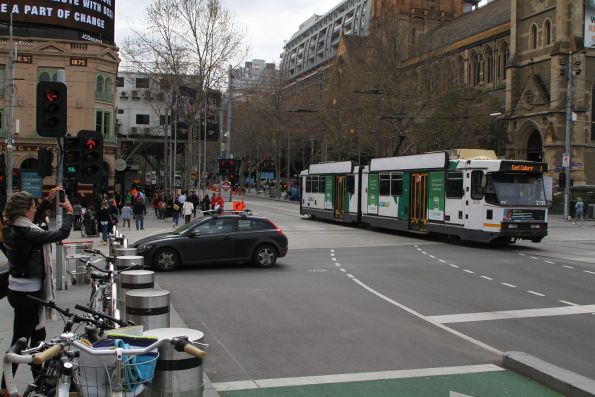 B2.2131 heads north on route 1 at Swanston and Flinders Street