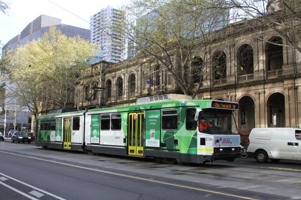 B2.2124 heads south on route 58 at William and Lonsdale Street