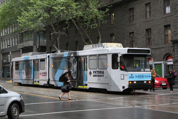 B2.2003 advertising 'Victoria University' heads south on route 58 at William and Bourke Street