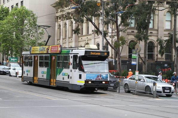 A2.291 heads west on route 30 at La Trobe and Swanston Street