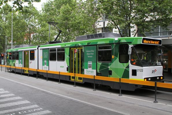 B2.2122 heads north on route 67 at Swanston and La Trobe Street