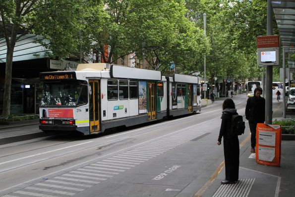 B2.2114 heads north on route 1 at Swanston and Little Bourke Street