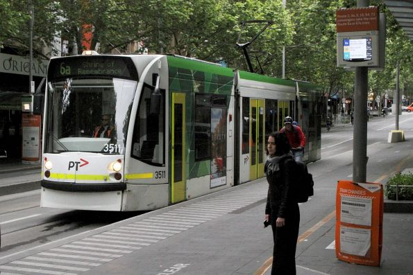 D1.3511 heads south on route 6a at Swanston and Little Bourke Street