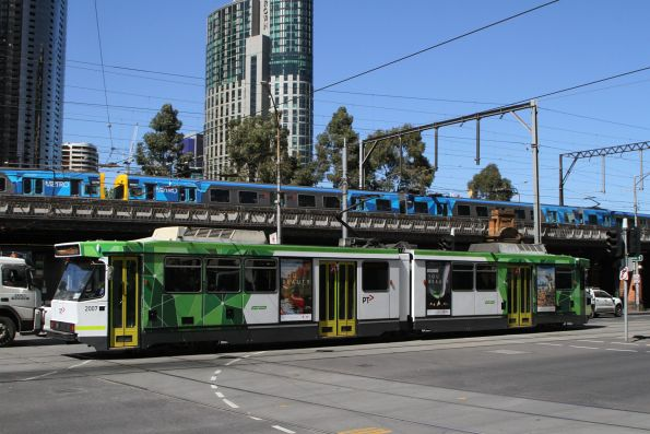 B2.2007 heads west on route 70 at Flinders and Market Street