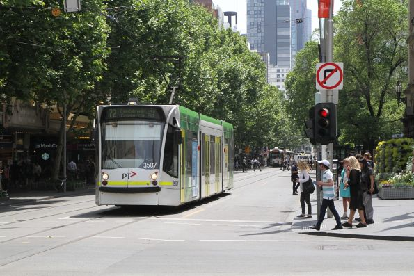 D1.3507 heads south on route 72 at Swanston and Collins Street