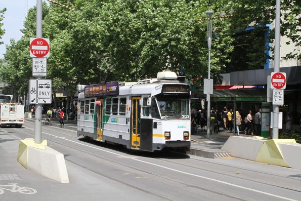 Z3.203 heads north on route 67 at Swanston and Collins Street