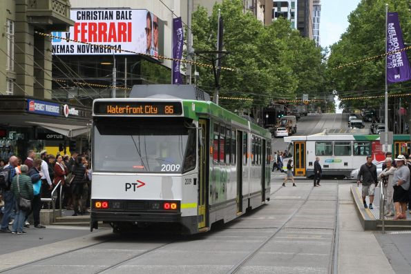 B2.2009 heads west on route 86 at Bourke and Elizabeth Street