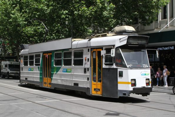 Z3.224 heads north on route 5 at Swanston and Bourke Street