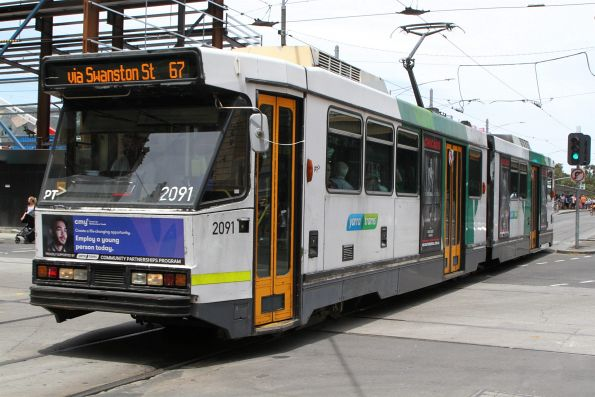B2.2091 heads north on route 67 at Swanston and Flinders Street