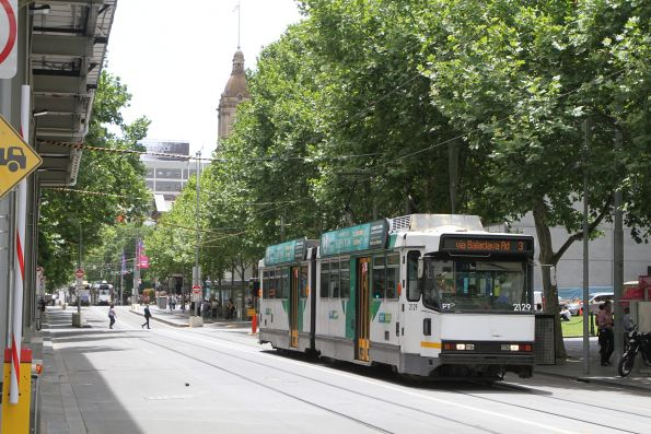 B2.2129 heads south on route 3 at Swanston and Flinders Street