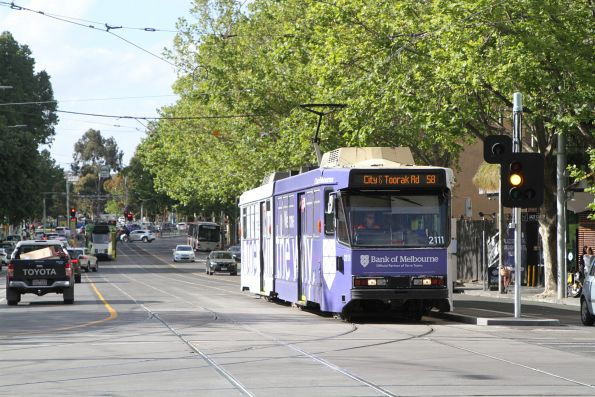 B2.2111 advertising 'Bank of Melbourne' heads south on route 58 at William and La Trobe Street