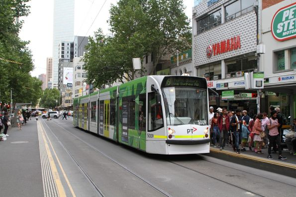 D2.5009 heads north on route 19 at Elizabeth and La Trobe Street