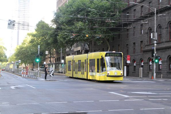 D1.3504 advertising 'Snapchat' heads south on route 58 at William and Bourke Street